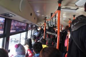 巴士內非常擠迫