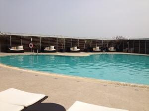 香格里拉內的露天心型泳池