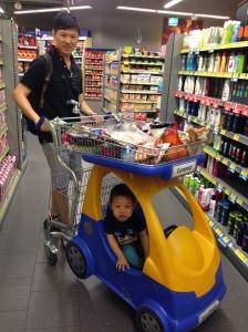 寬敞的EDEKA超市