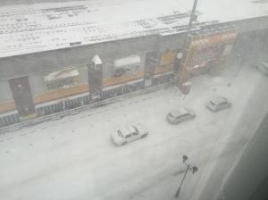 窗外漫天風雪