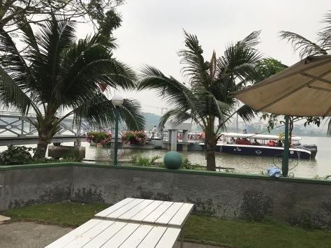 西貢河碼頭上船