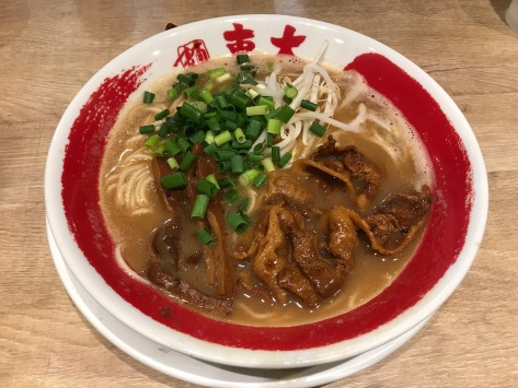 德島東大拉麵:濃湯拉麵(¥680)- 豬腩肉入味還可以但麵條太幼湯底太鹹
