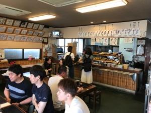 手打十段 - 餐廳內觀 - 似乎本地人顧客也不少